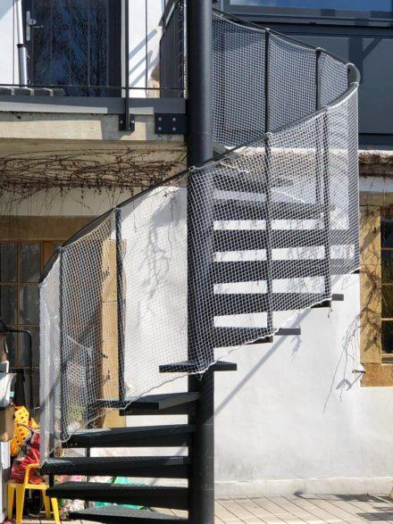 Filet de sécurité escalier garde corps